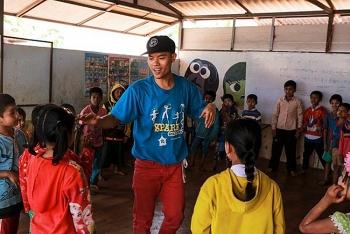 Vietnamese hip hop enthusiast inspires Southeast Asian refugee kids