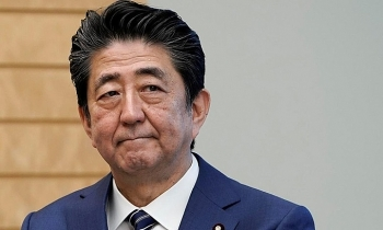 shinzo abe resignation japanese and international reactions potential politicians to replace his place impacts on economy