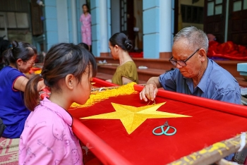 vietnams northern village with 75 years embroidering national flags as tradition