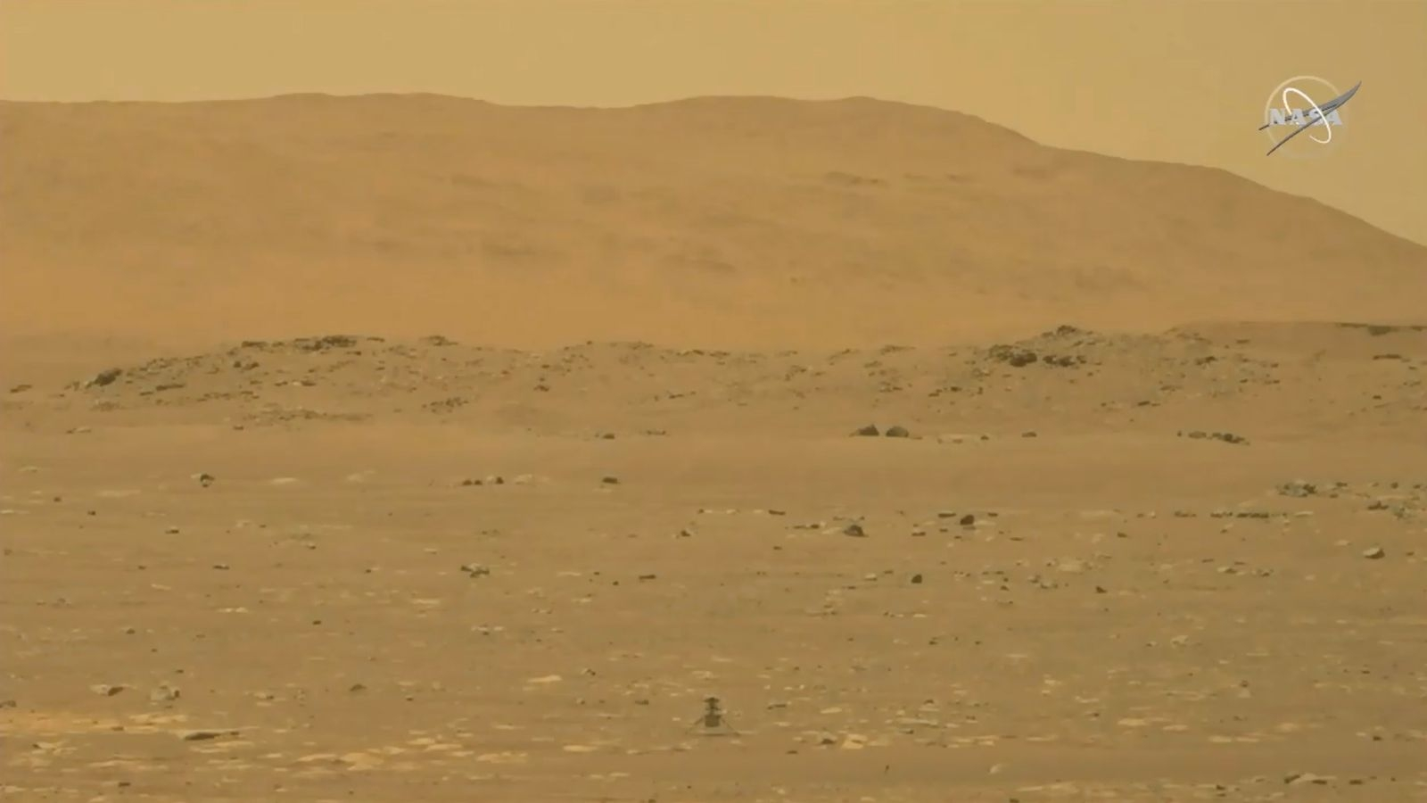 Nasa Looking for Four People to 'Live on Mars' For A Year