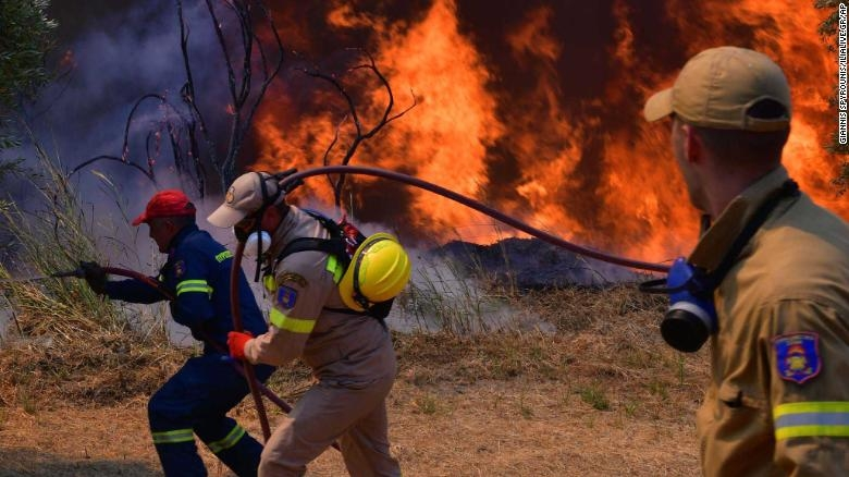 Blaze Sweeps Through Athens Suburbs in Fifth Day of Greece Wildfires