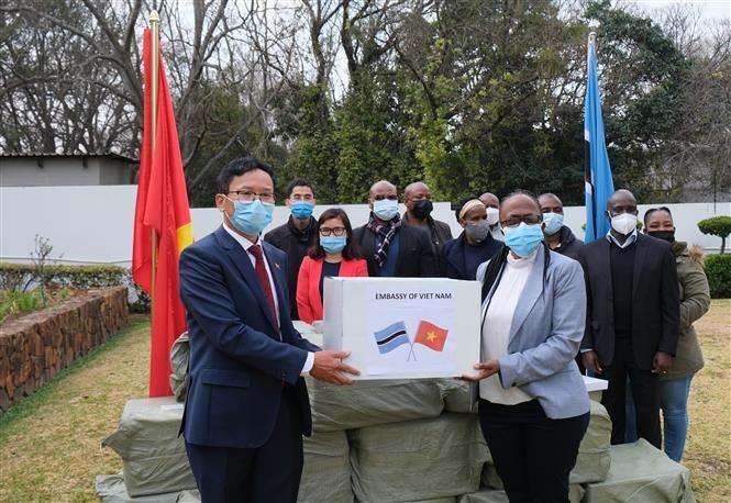 Overseas Vietnamese Donates Face Masks to Namibia and Botswana
