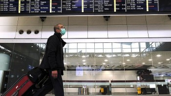 Hong Kong Imposes 2-week Quarantine for Vaccinated Travelers from Vietnam