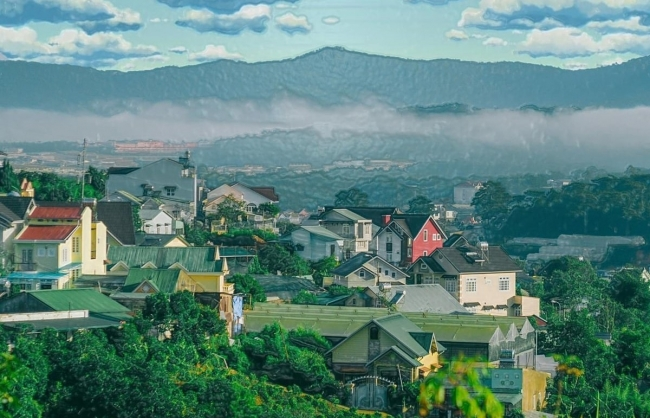 A Young Photographer's Da Lat: A Magical City Inspired by Anime