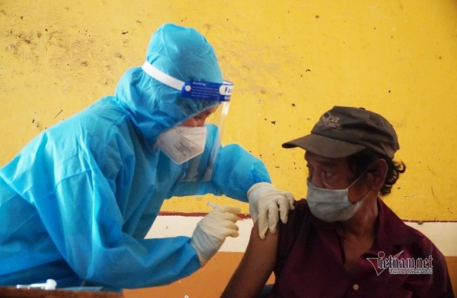 Homeless People in HCMC Get Covid Vaccine