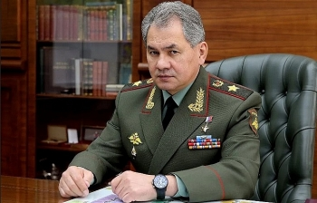 world breaking news today september 5 russian defence minister gets sputnik v shot for covid 19