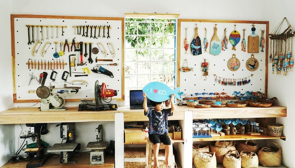 Young woman quit office-based work to follow dream by selling crafted fish