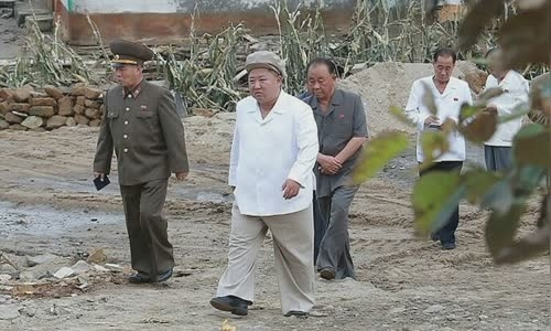 North Korean leader Kim Jong-un visited the area affected by Typhoon Maysak on September 5