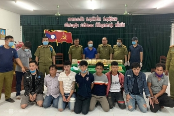 lao men caught for illegally transporting meth into vietnam