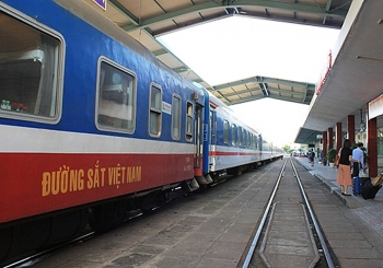 vietnam trains resume trips to famous tourist destinations