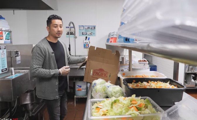 vietnamese american donates over 10000 meals to local residents