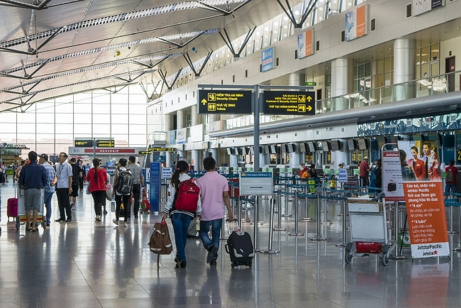 Social distancing rules lifted for travelers from Da Nang