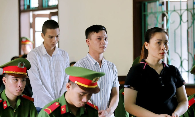 (From L) Nguyen Quoc Thanh, Tran Dinh Truong and Nguyen Thi Thuy Hoa stand trial in Ha Tinh, September 14, 2020.