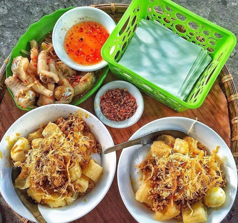 Must-try street food in the touch of autumn in Hanoi