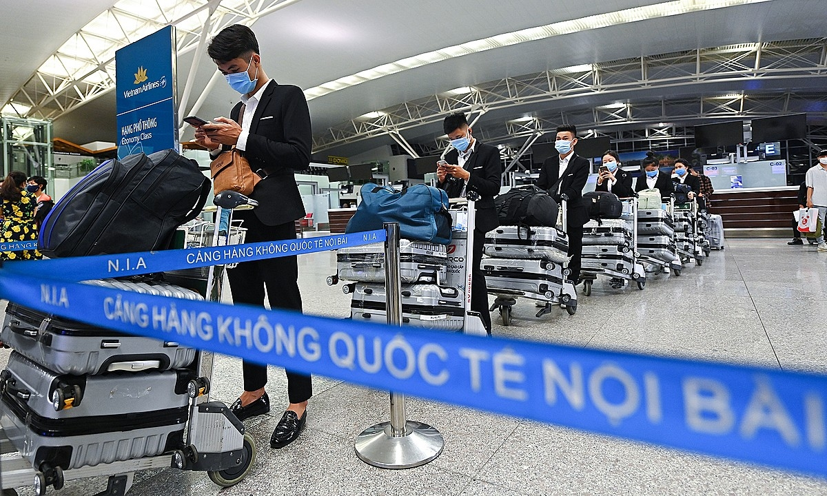Passengers wait at Noi Bai Airport in Hanoi to board a flight to Japan's Tokyo, September 19, 2020.