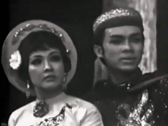 """A still from """"Tiếng Trống Mê Linh"""", a reformed theater episode"""