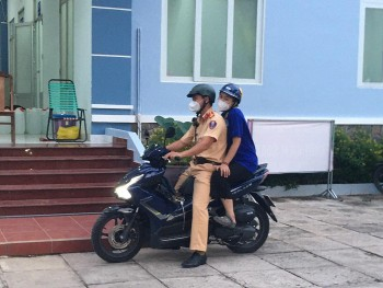 Viet Thai Girl in Love While Battling Covid-19 as Frontline Worker