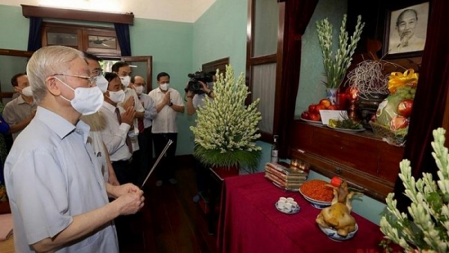 Party Chief Pays Tribute to President Ho Chi Minh on National Day