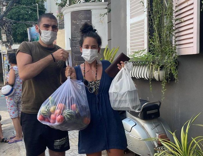 Expat Family Feeds Hungry Frontline Workers, Needy HCMC Residents