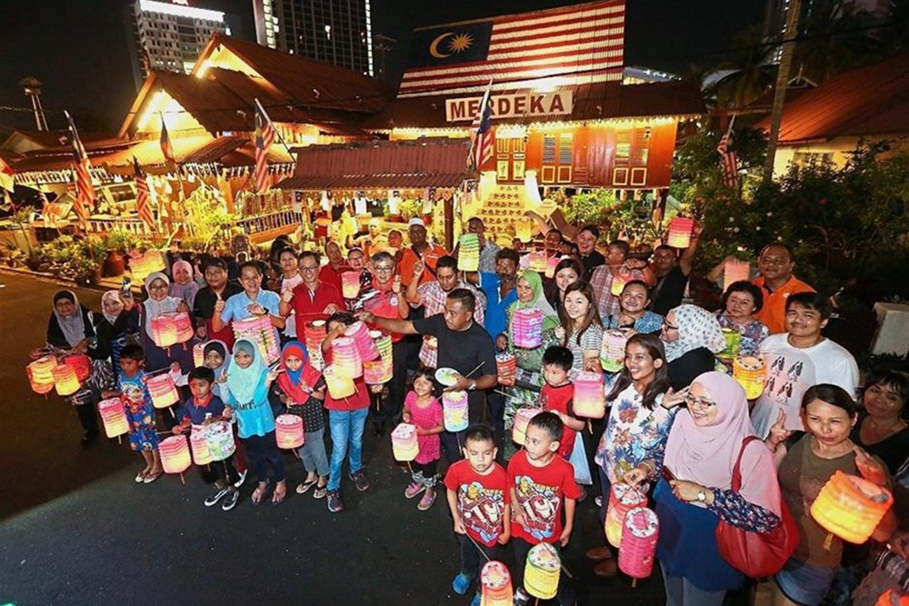 Asian Expats Long for Mid-autumn Celebrations in their Home Countries