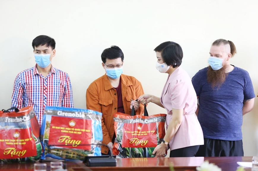 More Expats in Hanoi Receive Covid-19 Support