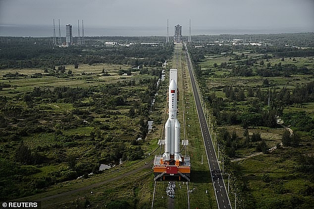 World breaking news today (October 3): China plans to build a new rocket to send astronauts to the moon