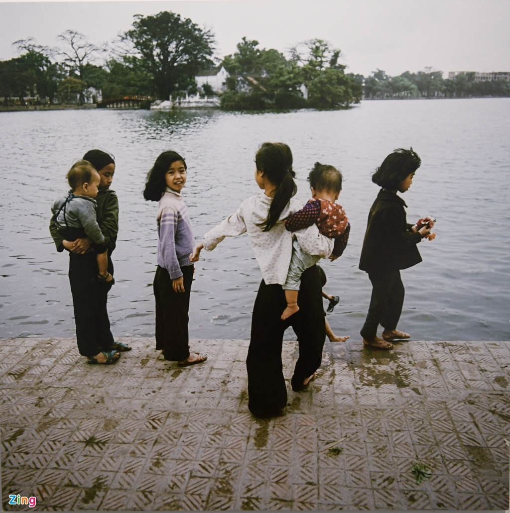 invaluable photos of vietnamese children 50 years ago