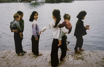 invaluable photos of vietnamese children 50 years ago