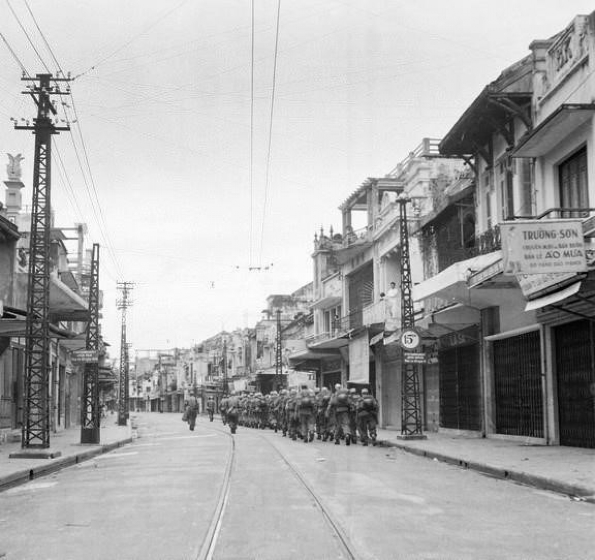 valuable photos of hanoi liberation day in 1954