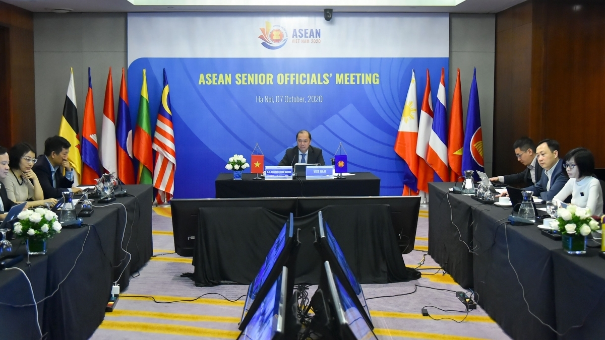 Deputy Foreign Minister Nguyen Quoc Dung, head of Vietnam's ASEAN Senior Officials' Meeting (SOM) delegation, hosts the ASEAN SOM in Hanoi