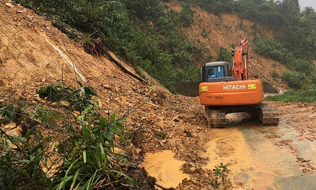 Bodies of 13 rescue team members buried in landslide rubble retrieved