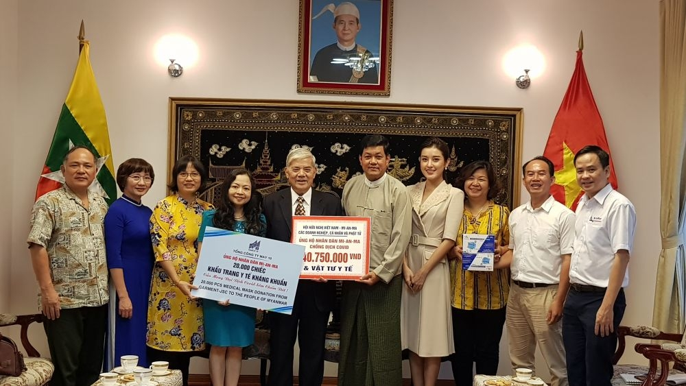 Vietnam donates medical supplies to Malaysia amidst COVID-19 pandemic