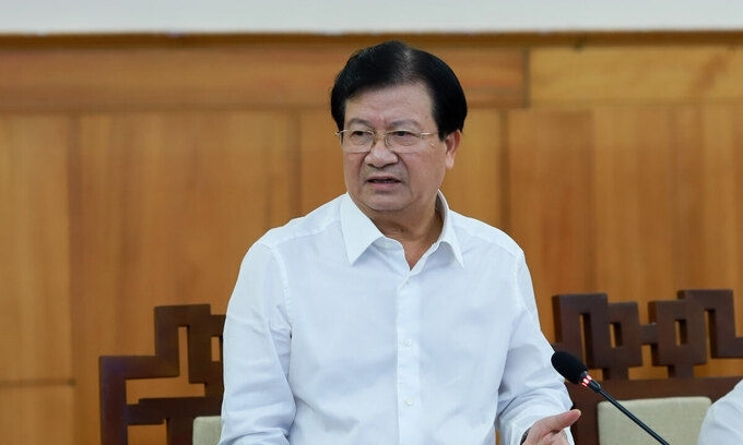 Deputy PM Trinh Dinh Dung during a meeting on search and rescue operations in flood-striken central Vietnam, October 18, 2020