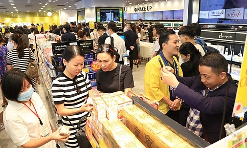 Japanese cosmetic, pharmaceutical store chain first opens in Vietnam