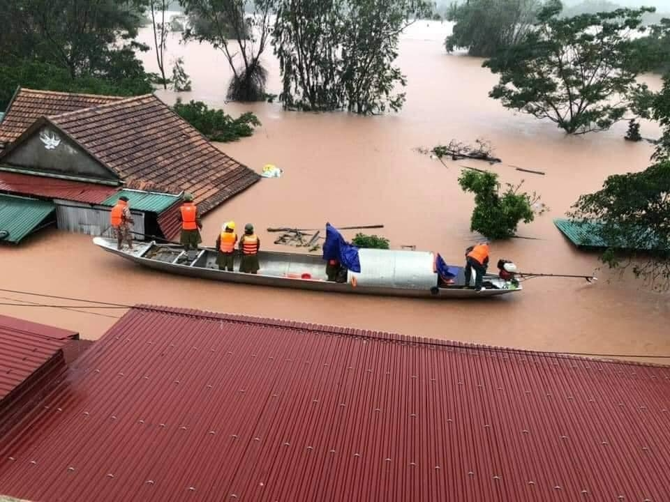 Heavy flood inundates houses in Quang Tri provinces (Photo: Bao Hom Nay)