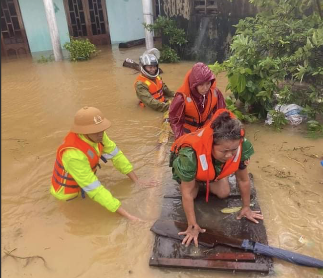 Flood in Central Vietnam: Foreign netizens pray for Central Vietnamese's safety