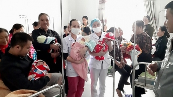 flood in central vietnam 18 expectant mothers give birth in inundated hospital