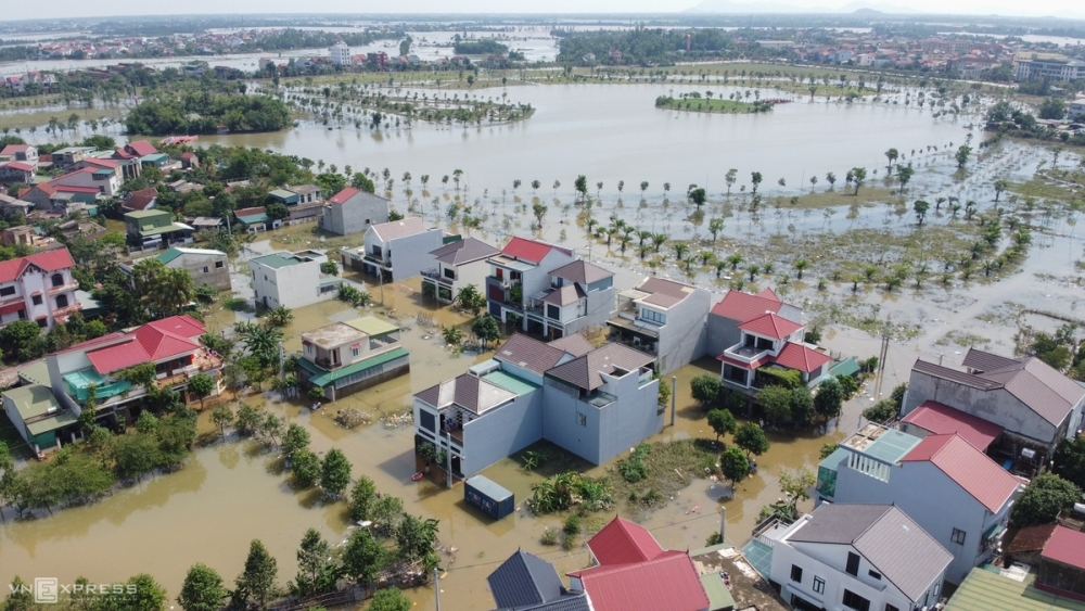 Houses in Ha Tinh provinces inundated in floodwater (Photo: VNE)