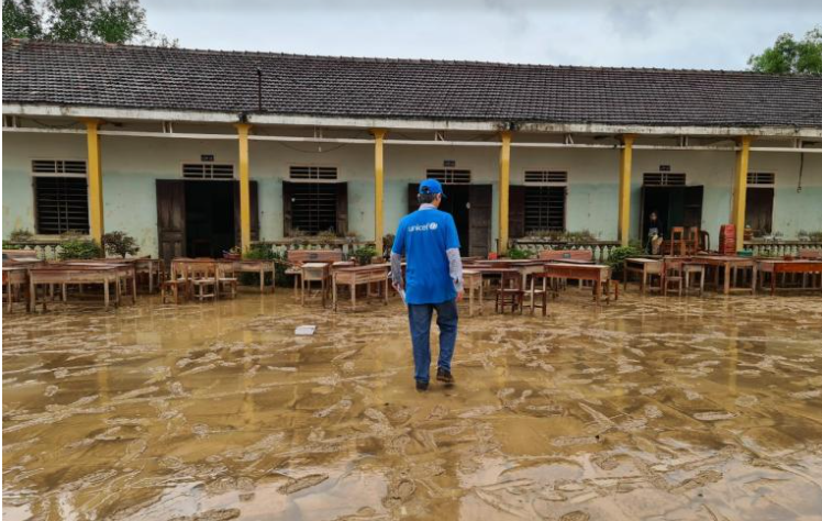 Students have to stop schooling temporary due to heavy flod (Photo: UNICEF Vietnam)