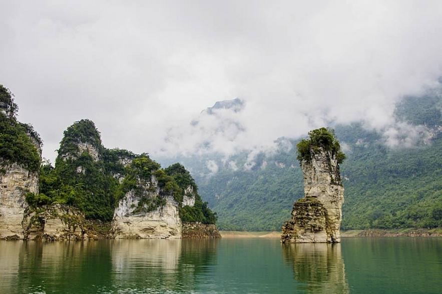 Na Hang lake, spectacular inland Ha Long Bay  for a peace of mind