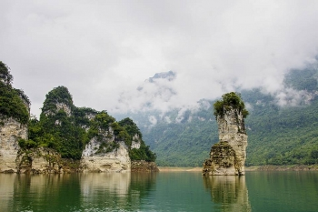 na hang lake spectacular inland ha long bay for a peace of mind