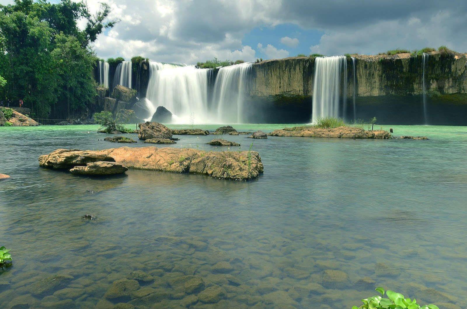 Dray Sap waterfall looks gorgeous (Photo: Saigonrider)