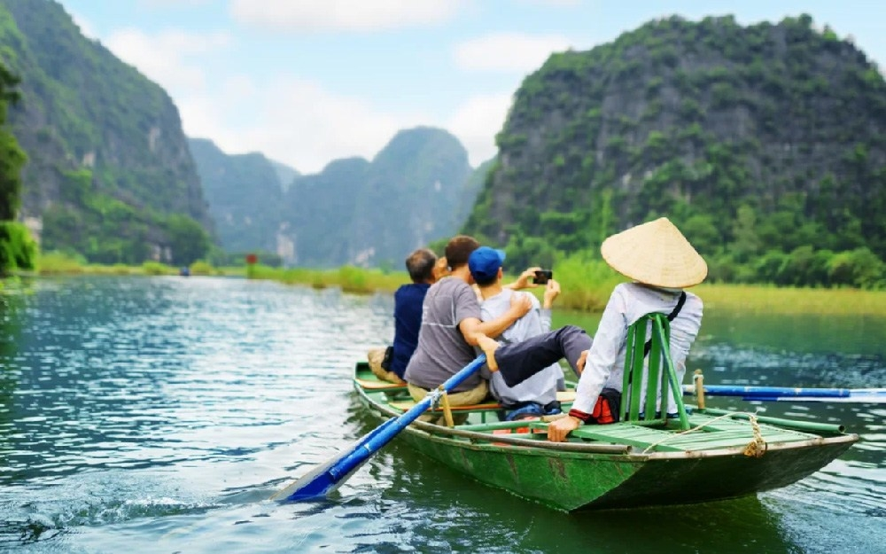 Foreign visitors in Ninh Binh, Vietnam (Photo: Vietnam Tours)