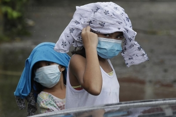 world breaking news today october 27 typhoon in philippines displaces 120000 people 8 missing