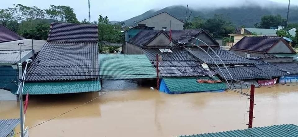 Houses in Nghe An province inundated in floodwater (Photo: FB: Le Cong Vinh)
