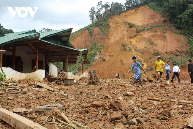 Flood in Central Vietnam: RoK Ambassador sends US $300,000 to Vietnam