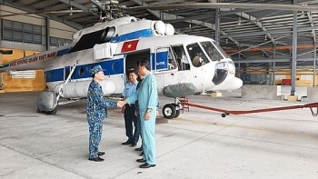 video helicopter provides daily neccesities to isolated citizens in vietnams flood stricken areas