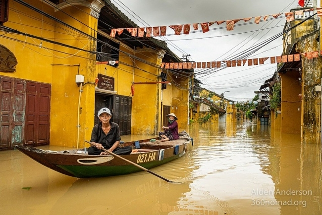Inundated Hoi An during flooding season under the lens of American photographer