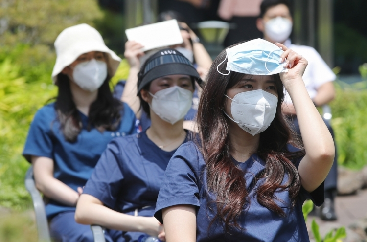 Wearing face masks is now compulsory in South Korea (Photo: Korea Herald)