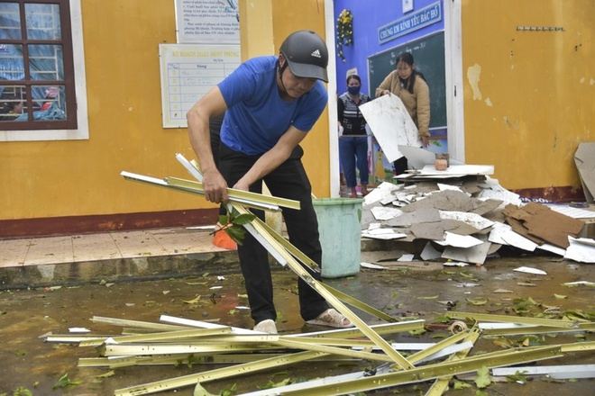 Numbers of schools in Hue province battered in severe storm